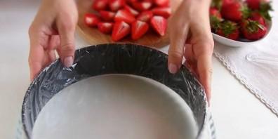 "Торт ""Фрезье"" клубничный - фото шаг 8"