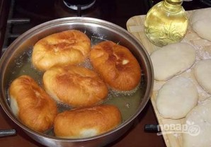 Пирожки с луком и яйцом на дрожжевом тесте - фото шаг 11