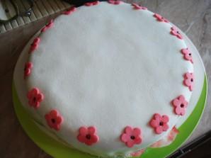 Бисквитный торт с мастикой - фото шаг 8