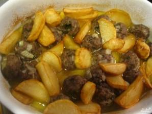 Тушеная картошка с тефтелями - фото шаг 3