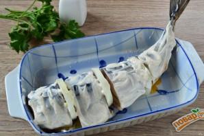 Запеченная скумбрия с луком и лимоном - фото шаг 6