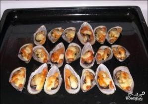 Мидии, запеченные с сыром в духовке - фото шаг 6