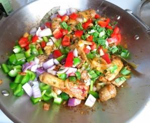 Паэлья с курицей и овощами - фото шаг 5