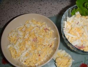 Салат с консервированными ананасами - фото шаг 3