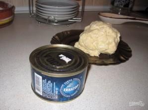 Пирог на кефире с рыбными консервами - фото шаг 2