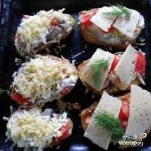 Горячие бутерброды под сыром - фото шаг 3