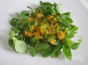 Салат из кальмаров без майонеза - фото шаг 7