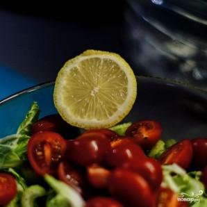 Свежий салат с семгой - фото шаг 6