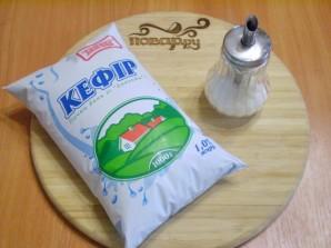 Кефир с сахаром - фото шаг 1