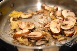 Куриная печень с грибами в сливочном соусе - фото шаг 6