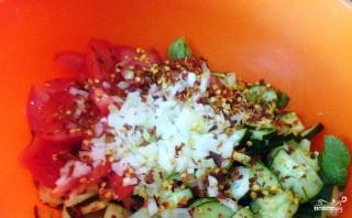 Салат из ботвы редиса - фото шаг 3