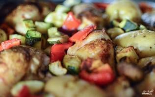 Курица, запеченная с овощами в духовке - фото шаг 5