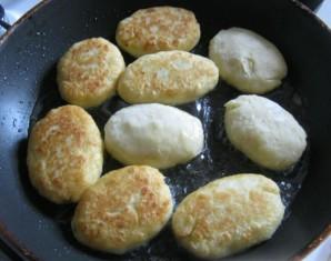 Картофельные пирожки с начинкой из фарша - фото шаг 4