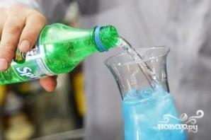 Алкогольный напиток голубого цвета - фото шаг 4