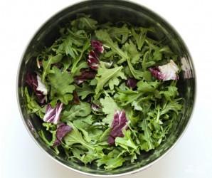 Салат с кедровыми орешками - фото шаг 1