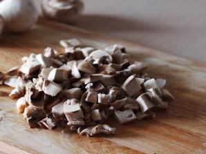 Пирог с грибами из дрожжевого теста - фото шаг 2