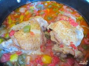 Индейка, тушенная с помидорами и чесноком - фото шаг 4