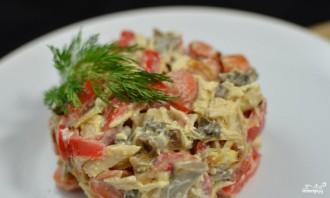 Салат с курицей и маринованными грибами - фото шаг 7