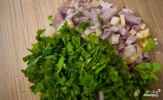 Салат с чесноком - фото шаг 4