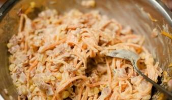 Салат с копчёной курицей и морковью - фото шаг 4
