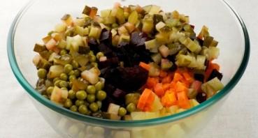 Салат к тушеной капусте - фото шаг 4