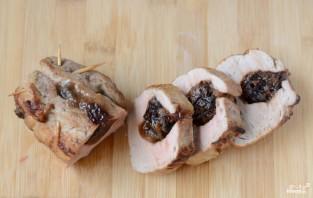 Свиная вырезка с черносливом - фото шаг 9