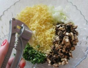 Биточки с грибами и сыром - фото шаг 6