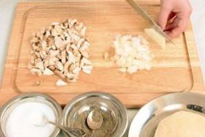 Равиоли с сыром и грибами - фото шаг 2