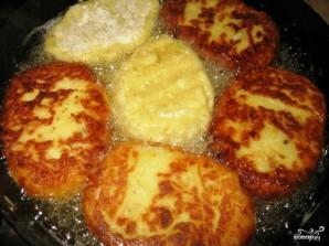 Картофельные котлеты с брынзой - фото шаг 4