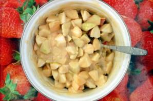 Шарлотка с яблоками на сковороде - фото шаг 5