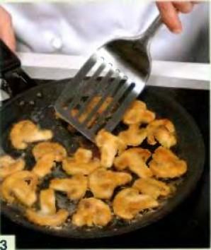 Грибы в сухарях, с рисовой лапшой и салатом фризе - фото шаг 3