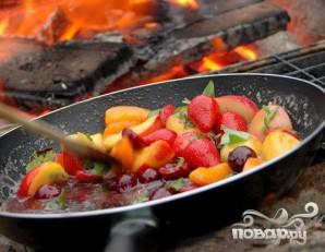 Соте из летних фруктов и ягод - фото шаг 5