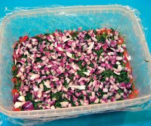 Красная рыба под шубой салат - фото шаг 3