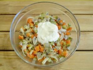 Салат с грибами и морковью - фото шаг 8