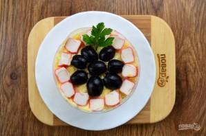 Крабовый салат с черносливом - фото шаг 8