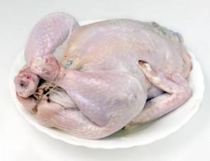Курица, фаршированная яблоками и черносливом - фото шаг 6