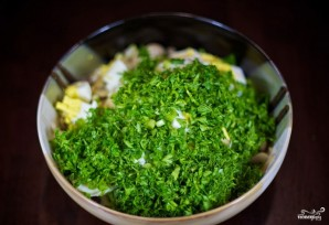 Салат с грибами и крабовыми палочками - фото шаг 6