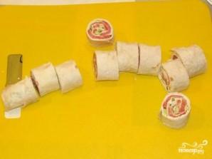 Рулет из лаваша с семгой и сыром - фото шаг 6