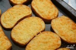Гренки с чесноком и сыром в духовке - фото шаг 6