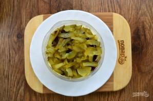 Крабовый салат с черносливом - фото шаг 6