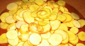 Картошка с салом в фольге на костре - фото шаг 1