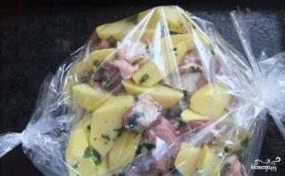 Картошка со свининой в пакете для запекания - фото шаг 3