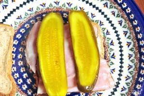 Бутерброд с солеными огурцами - фото шаг 2