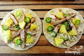 Кесадилья с курицей и ананасами - фото шаг 14