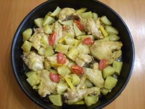 Курица с картошкой и овощами в духовке - фото шаг 6