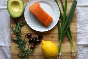 Тартар из лосося и авокадо - фото шаг 1