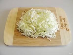Салат с консервированной кукурузой - фото шаг 2