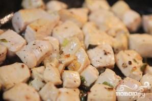 Кесадильяс с курицей, беконом и авокадо - фото шаг 3