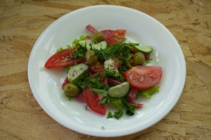 Салат испанский с копченой колбасой - фото шаг 7