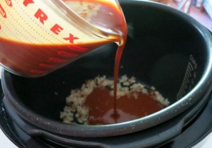 Ребрышки в соусе в мультиварке - фото шаг 6